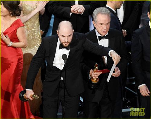 Sự cố trao nhầm giải Phim xuất sắc nhất tại lễ trao giải Oscar 89