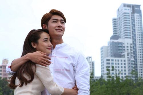 """Nhã Phương và Kang Tae Oh, 2 diễn viên chính trong phim """"Tuổi thanh xuân 2"""". (Ảnh do đoàn phim cung cấp)"""