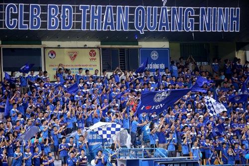 Sân Cẩm Phả đã thành mô hình điểm cho cả V-League - từ mặt sân, phòng ốc đến ghế ngồi cho khán giả Ảnh: HẢI ANH