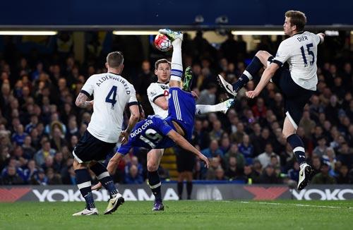 Để giành điểm trước Chelsea, hàng thủ Tottenham cần khóa chặt Diego Costa Ảnh: REUTERS