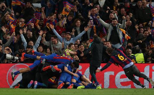 Các cầu thủ Barca vui mừng chiến thắng Ảnh: REUTERS