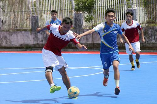 CLB Phóng viên thể thao TP HCM (trái) thắng HTV