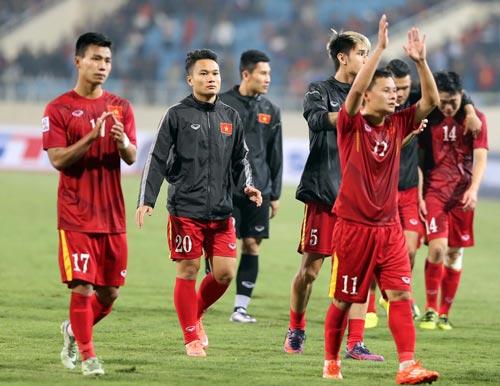 Văn Thanh (17) và Thành Lương (11) là hai ứng viên sáng giá cho danh hiệu Quả bóng vàng Việt Nam 2016 Ảnh: QUANG LIÊM
