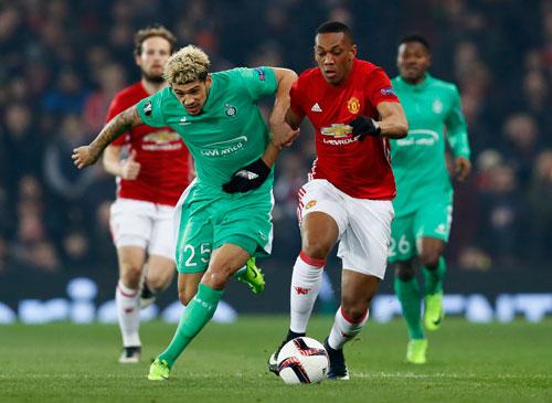 Vô địch Europa League sẽ giúp M.U của Martial (phải) vào thẳng vòng bảng Champions League mùa sau
