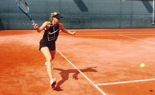 Sharapova tích cực tập luyện để chuẩn bị tái xuất trên mặt sân đất nện ở Giải Stuttgart Open 2017 Ảnh: MSFB