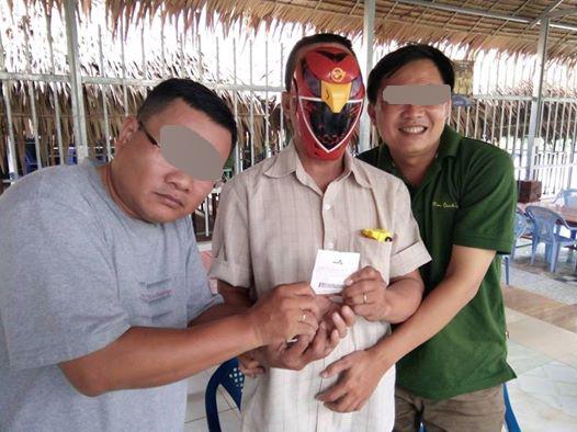 Nhóm bạn của anh Sĩ dàn cảnh một người đeo mặt nạ siêu nhân lãnh thưởng giải Jackpot đầu tiên ở Cần Thơ