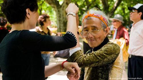 Châu Á thoát nghèo giỏi nhưng già quá nhanh - Ảnh 1.