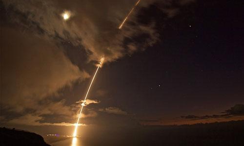 Mỹ - Triều đấu tên lửa trên không phận Nga? - Ảnh 1.