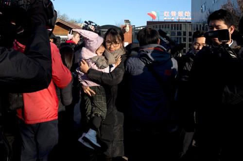 Nghi án lạm dụng trẻ em rúng động Trung Quốc - Ảnh 1.