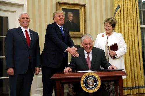 Tổng thống Donald Trump trong lễ nhậm chức của tân Ngoại trưởng Rex Tillerson hôm 1-2 Ảnh: REUTERS