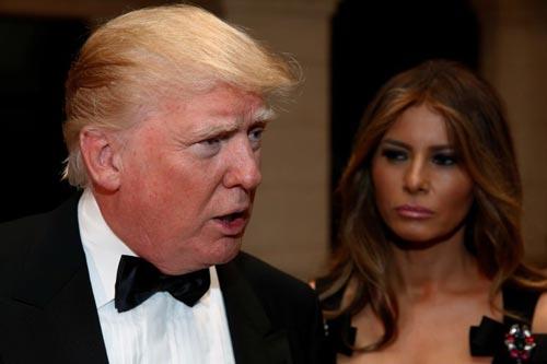 Tổng thống Mỹ đắc cử Donald Trump và phu nhân tại câu lạc bộ Mar-a-lago ở Palm Beach, bang Florida đêm giao thừa 31-12-2016 Ảnh: REUTERS