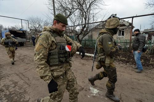 Mỹ châm dầu vào Ukraine - Ảnh 1.