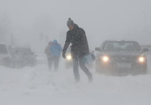 Thủ đô Kiev - Ukraine phủ đầy tuyết ngày 8-1 Ảnh: REUTERS