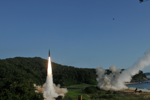 Hàn Quốc phát triển tên lửa quái vật đối phó Triều Tiên - Ảnh 1.