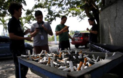 Philippines cứng rắn với thuốc lá - Ảnh 1.