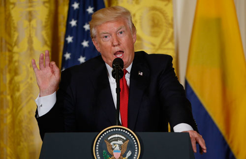 Chuyến công du trĩu nặng của ông Trump - Ảnh 1.
