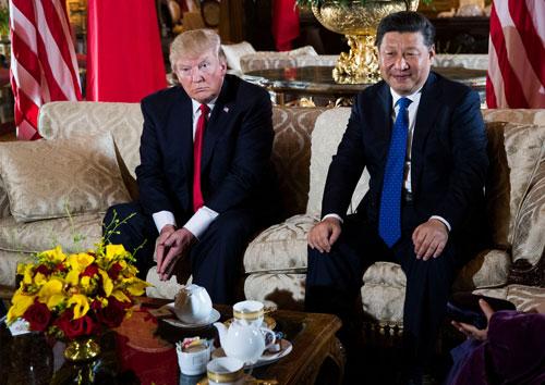 Tổng thống Mỹ Donald Trump lần đầu tiếp đón Chủ tịch Trung Quốc Tập Cận Bình hôm 6-4 Ảnh: NEW YORK TIMES