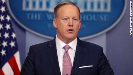 Ông Sean Spicer là thư ký báo chí Nhà Trắng. Ảnh: AP