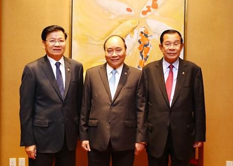 Thủ tướng Nguyễn Xuân Phúc ăn sáng làm việc với Thủ tướng Lào, Campuchia - Ảnh 1.