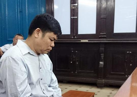 Bị cáo Tươi bật khóc nức nở tại phiên tòa.