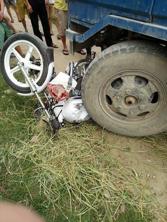 Xe công nông tông, đè nghiến xe chuyên dụng CSGT - Ảnh 2.