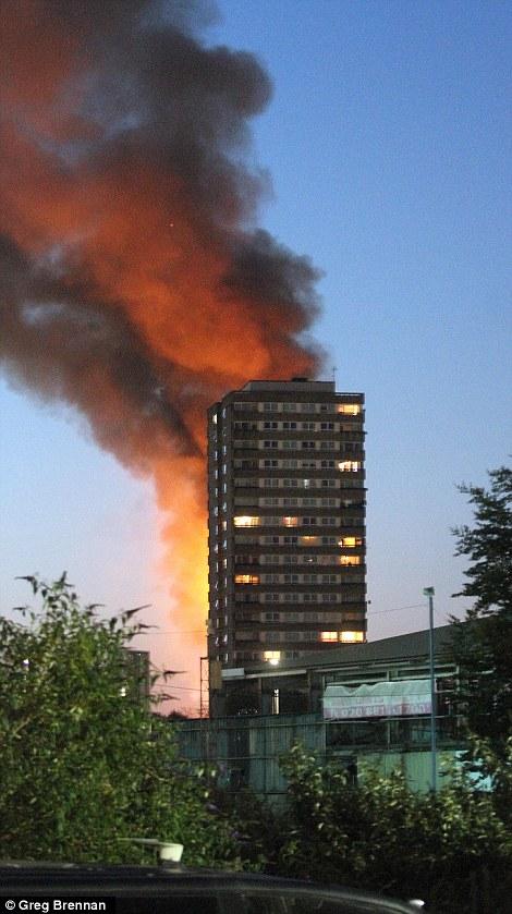 Đám cháy kinh hoàng nuốt chửng tòa nhà 27 tầng ở London - Ảnh 5.