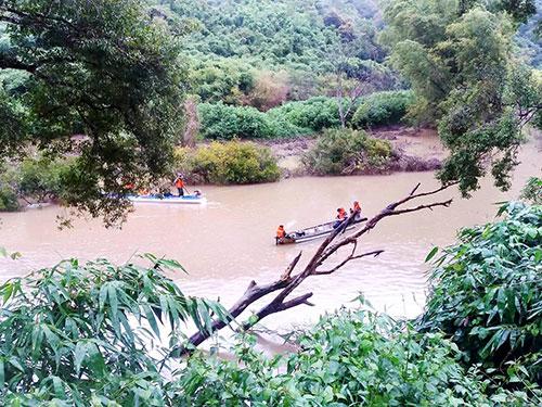 Chìm xuồng trên sông Krông Nô: 1 người chết, 4 người mất tích - Ảnh 1.