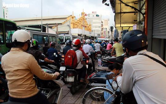 Đường nào cũng kẹt, dân Sài Gòn mệt mỏi trở về nhà - Ảnh 7.