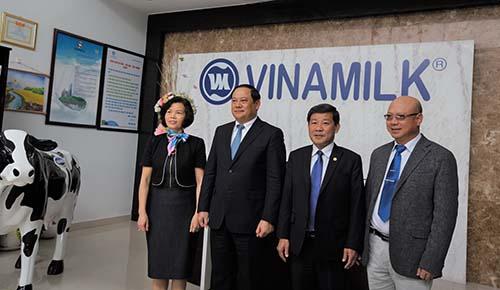 Phó Thủ tướng Lào thăm và làm việc với Vinamilk - Ảnh 2.