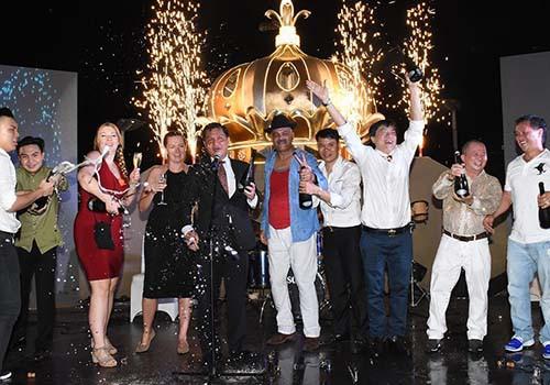 Đêm tiệc phong cách đón mùa lễ hội tại Rex Sài Gòn - Ảnh 1.