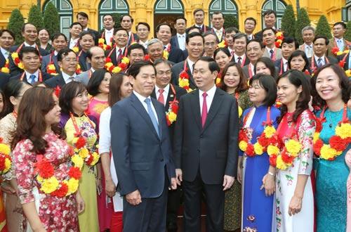 Chủ tịch nước Trần Đại Quang với các đại biểu Ảnh: TTXVN