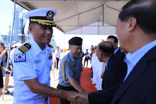 Hai tàu Hải quân Hàn Quốc thăm Đà Nẵng - Ảnh 1.