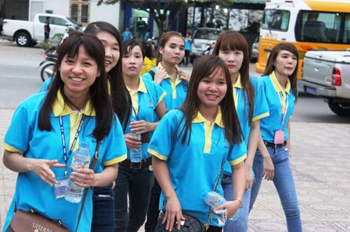 """Công nhân tại thị xã Bến Cát, tỉnh Bình Dương đến dự chương trình """"Tết sum vầy 2017"""""""
