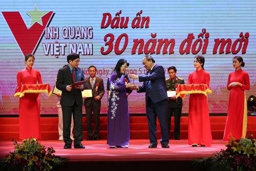 Trao Giải thưởng Vinh quang Việt Nam cho 30 tập thể, cá nhân - Ảnh 1.