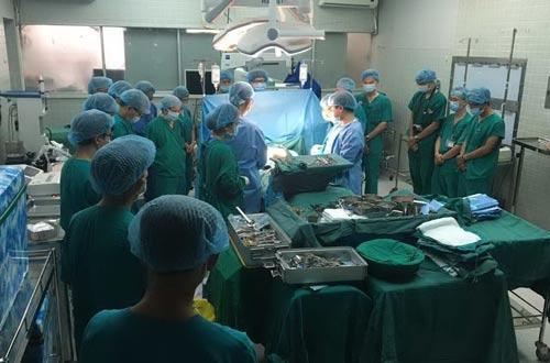 Lần đầu tiên ghép tim thành công từ người cho chết não - Ảnh 1.