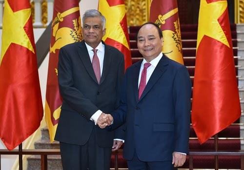 Thủ tướng Nguyễn Xuân Phúc tiếp Thủ tướng Sri Lanka Ranil Wickremesinghe Ảnh: QUANG HIẾU