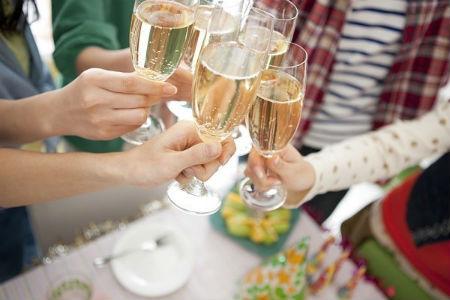 Chạy sô ăn cỗ thuê mùa cưới - nghề lạ kiếm tiền khủng - Ảnh 2.