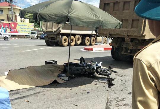 3 người chết thảm dưới bánh xe tải, tài xế rời hiện trường - Ảnh 1.