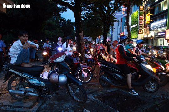 Đường nào cũng kẹt, dân Sài Gòn mệt mỏi trở về nhà - Ảnh 14.
