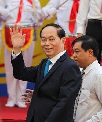 Chủ tịch nước Trần Đại Quang tươi cười chào mừng học sinh - Ảnh 1.