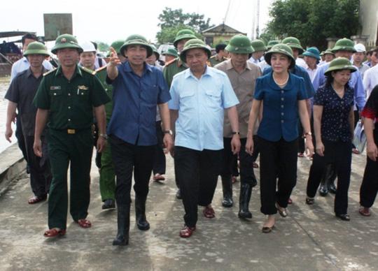 Thủ tướng dẫn việc hộ đê để nhắc nhở Tập đoàn Dầu khí - Ảnh 2.