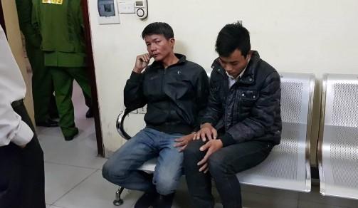 CSGT Hà Nội chạy bộ bắt 2 tên cướp trong đêm - Ảnh 1.