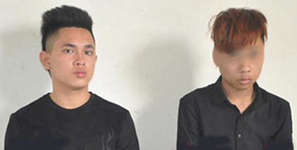 Hai nghi phạm đâm chết người Nguyễn Văn Quỳnh (trái) và Lê Phú Q. (phải) tại cơ quan công an- Ảnh: CAND