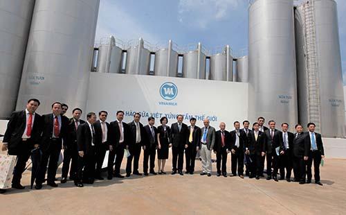 Phó Thủ tướng Lào thăm và làm việc với Vinamilk - Ảnh 3.