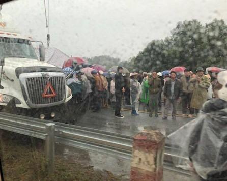Tai nạn liên hoàn trên cao tốc Nội Bài - Lào Cai, 2 cha con thương vong - Ảnh 3.