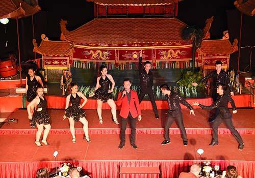 Đêm tiệc phong cách đón mùa lễ hội tại Rex Sài Gòn - Ảnh 3.