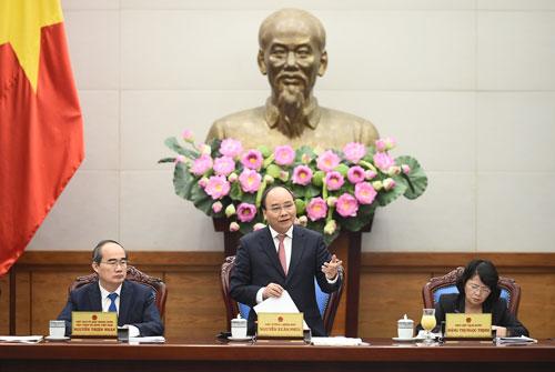 Thủ tướng Nguyễn Xuân Phúc chủ trì cuộc họp với Hội đồng Thi đua - Khen thưởng Ảnh: QUANG HIẾU