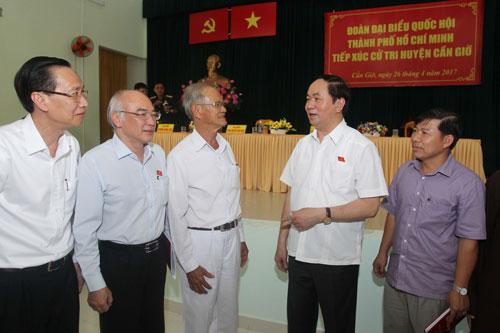 Chủ tịch nước Trần Đại Quang tại buổi tiếp xúc cử tri huyện Cần Giờ, TP HCM vào ngày 26-4 Ảnh: HOÀNG TRIỀU