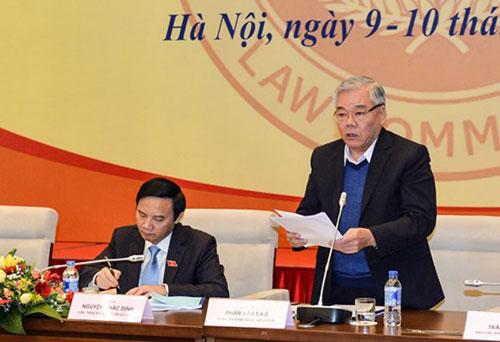 Tổng Thanh tra Chính phủ Phan Văn Sáu trình bày dự thảo Luật Sửa đổi, bổ sung một số điều của Luật Tố cáo vào sáng 9-3 Ảnh: NGUYỄN NAM