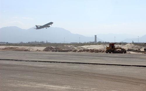 Đường băng số 2 - sân bay Cam Ranh đang chậm tiến độ 4 tháng